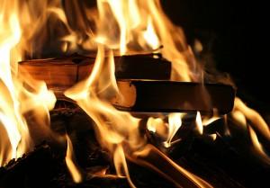 Carti arse foc