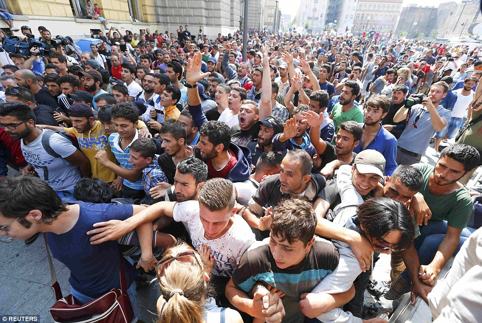 Gara Keleti Budapesta emigranti6