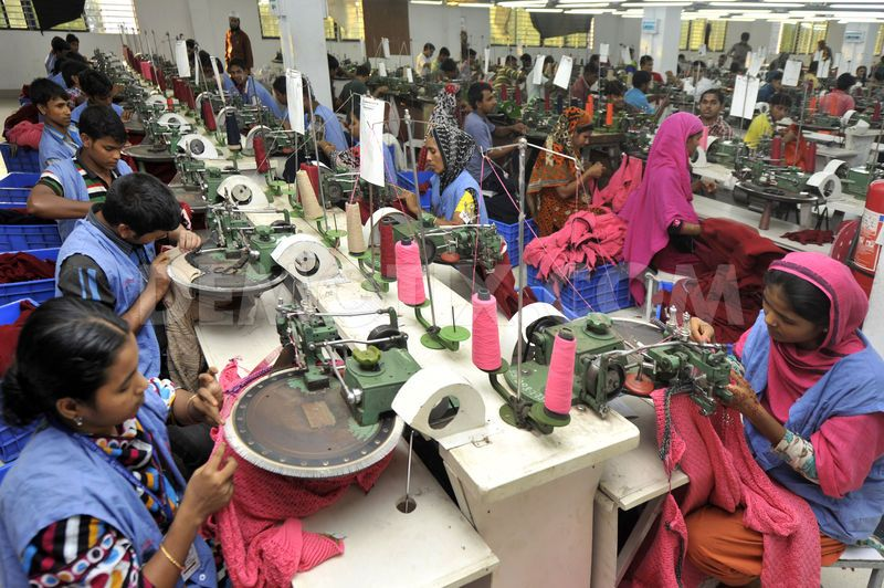 Bangladesh muncitori textile fabrica Dhaka