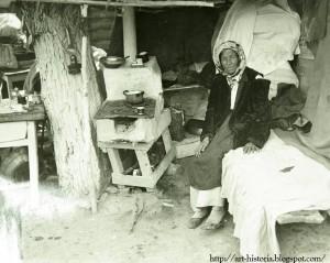 Bucuresti Interior casa Groapa lui Ouatu (zona Grant) Nicolae Ionescu Interbelic