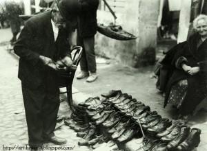Bucuresti Pantofi vechi si reparati la Taica Lazar Nicolae Ionescu Interbelic