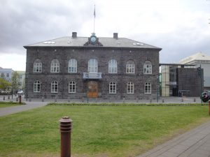 Cladirea Parlamentului Islandei (Althing) din Reykjavík 2011
