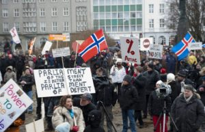 Islanda protest parlament popor