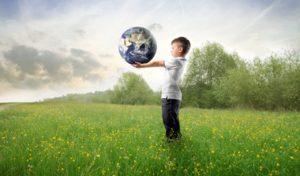 copil-pamant-lumea-glob-planeta-ecologic-natura-mediu