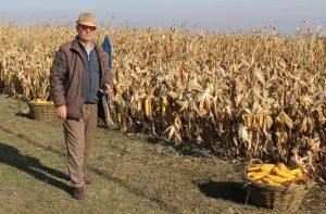 Se poate și așa: Un fermier botoşăne »