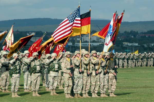Soldati americani sub drapelul Germaniei ceremonie 2012 07 23 baza Weisbaden