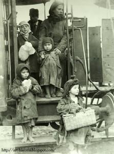Bucuresti Familie de tarani gonita de saracie cauta norocul in Bucuresti (1929) Nicolae Ionescu Interbelic