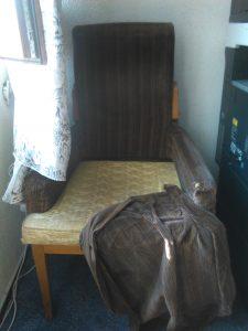 mobilier-consiliu-judetean-vaslui-fotoliu-vechi